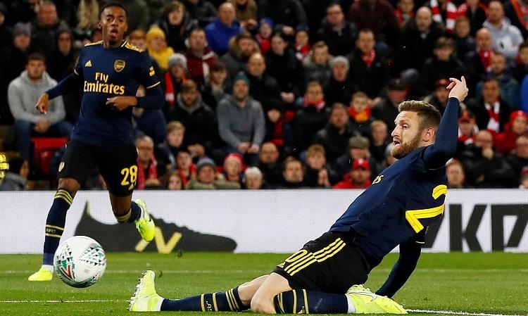 Mustafi là mục tiêu công kích tiếp theo của CĐV Arsenal. Ảnh: Reuters.