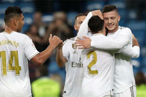 Jovic giải được cơn khát bàn thắng.