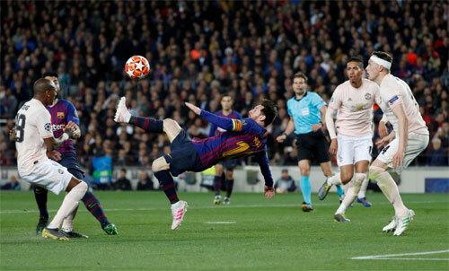 Messi tỏa sáng trên sân nhà khi đánh bại Man Utd 3-0 hồi đầu năm. Ảnh: Reuters