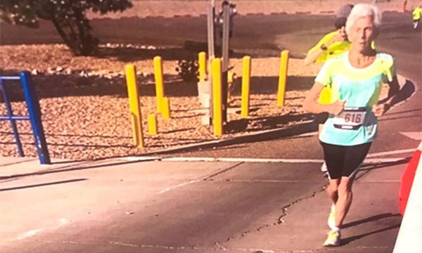 Cụ Harrison đã có 35 năm gắn bó với chạy bộ. Ảnh: 11alive.