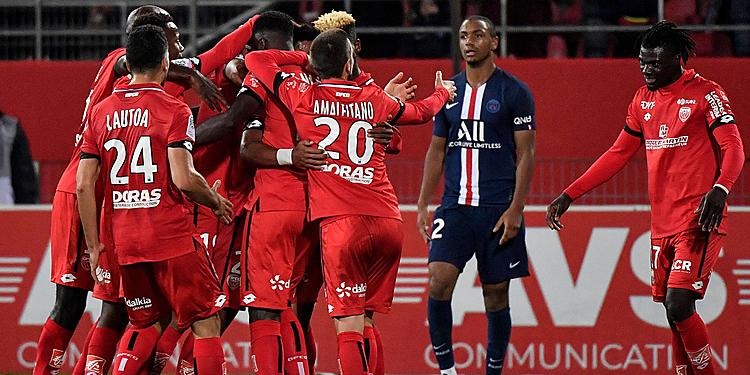 Dijon (đỏ) ngắt mạch chín trận toàn thua trước PSG. Ảnh: Tellereport.