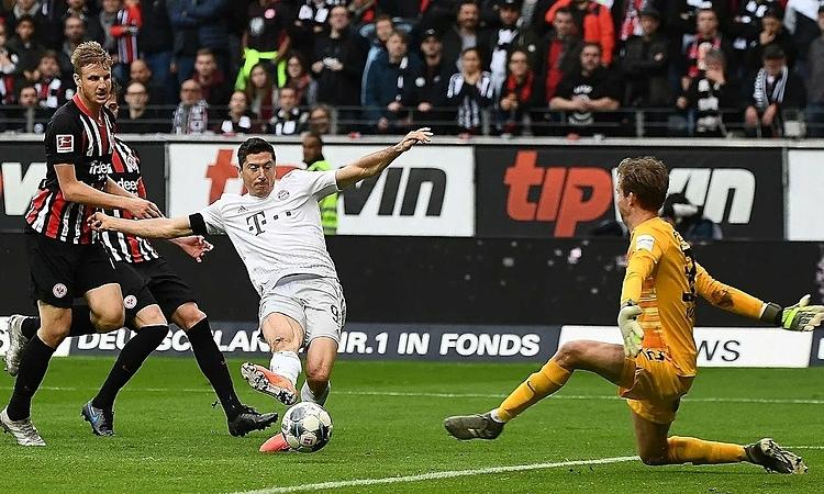 Lewandowski tiếp tục phong độ ghi bàn ấn tượng, dù Bayern tỏ ra bạc nhược. Ảnh: FCB.