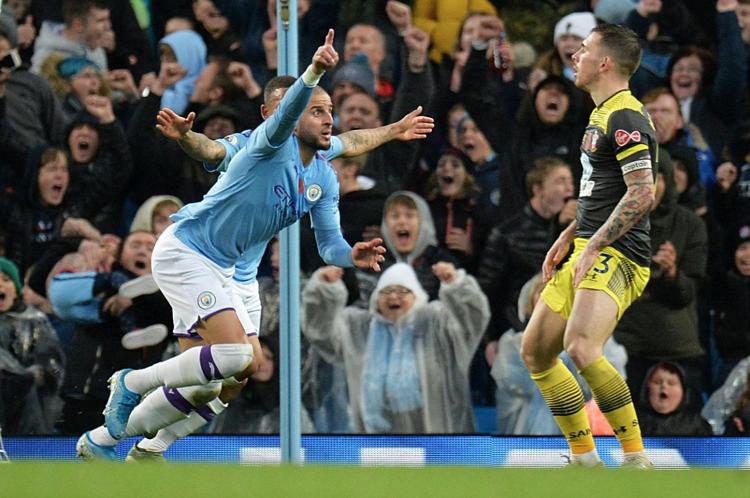 Walker tham gia vào cả hai bàn thắng của Man City trước Southampton. Ảnh: Reuters.