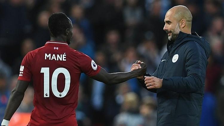 Guardiola bắt tay Mane trong một cuộc đối đầu gần đây giữa Man City và Liverpool. Ảnh: Sky.