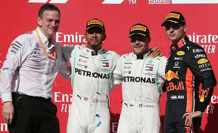 Verstappen (phải) vào podium ở chặng đua F1 thứ 100 trong sự nghiệp. Ảnh: XPB.