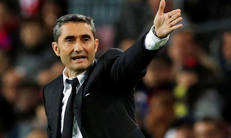 HLV Valverde chịu nhiều áp lực ngay vào đầu mùa giải. Ảnh: Reuters.