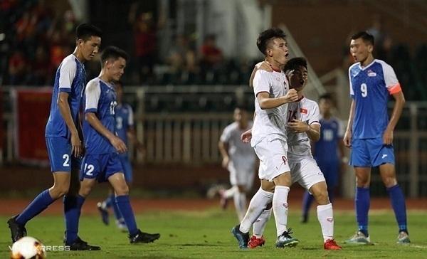 Văn Tùng vui mừng sau khi ghi bàn thứ ba cho Việt Nam. Ảnh: Đức Đồng.