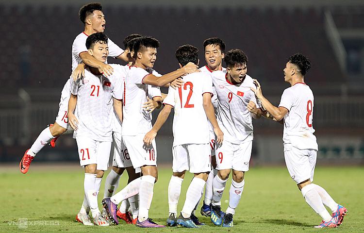 Các cầu thủ U19 Việt Nam đã có chiến thắng không hề dễ dàng trước Mông Cổ. Ảnh: Đức Đồng.