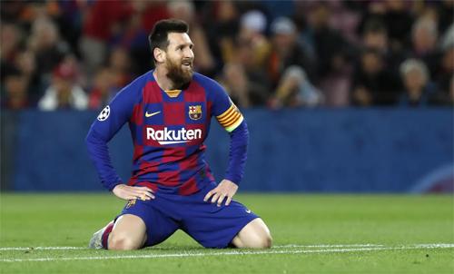 Trong mắt Wenger, Barca đang lún sâu vào khủng hoảng. Ảnh: AP