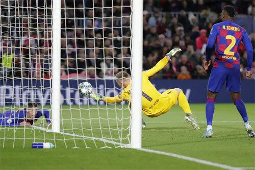 Slavia nguy hiểm hơn so với hình dung của CĐV Barca. Ảnh: AP