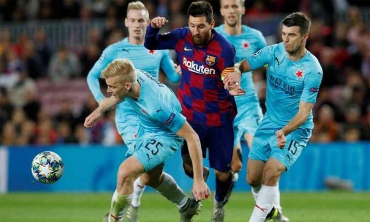 Trận hòa Slavia khiến Barca gặp rủi ro ở hai lượt trận cuối. Ảnh: Reuters.
