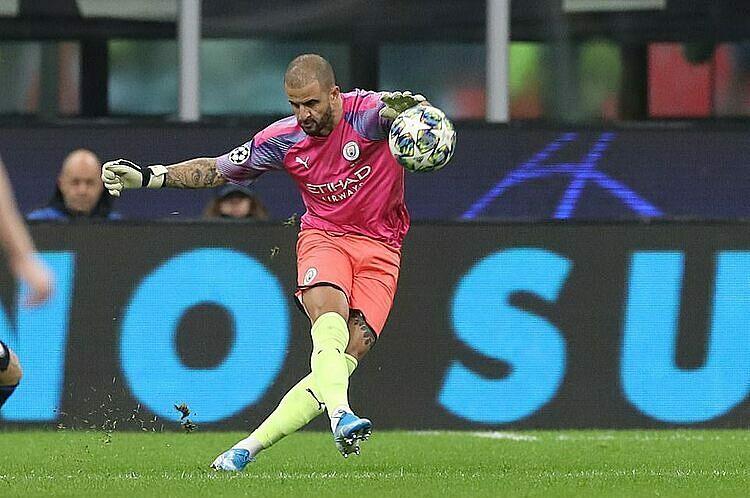 Walker không mắc sai lầm nào khi làm thủ môn. Ảnh: Reuters.