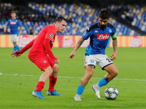 Napoli để Salzburg cầm chân ngay trên sân nhà. Ảnh: Reuters