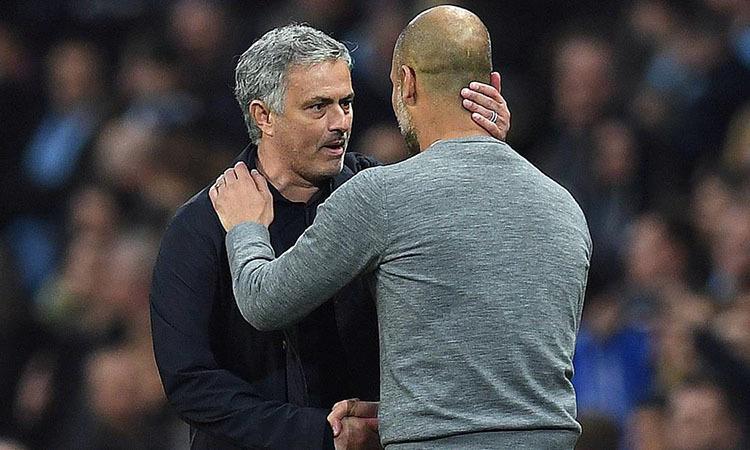 Phong cách thực dụng của Mourinho (trái) không cần kiểm soát bóng. Ảnh: AFP.