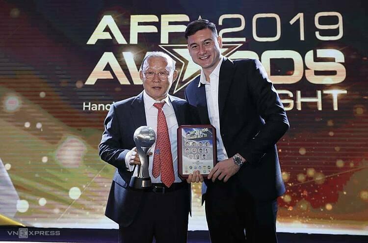 HLV Park được vinh danh là HLV đội tuyển nam của năm, còn thủ môn Đặng Văn Lâm có trong đội hình tiêu biểu. Ảnh:Lâm Thỏa.