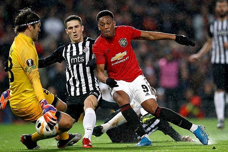 Martial (đỏ) ghi năm bàn cho Man Utd trong bảy trận gần nhất. Ảnh: PA.