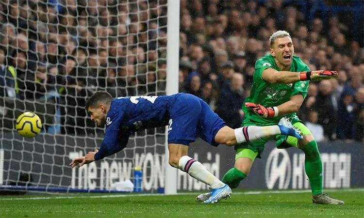 Pulisic là một ví dụ về sự tiến bộ vượt bậc ở Chelsea mùa này. Sau thời gian dài ngồi dự bị hồi đầu mùa, tiền đạo người Mỹ nổ súng liên tiếp trong ba trận Ngoại hạng Anh gần nhất. Bàn ấn định tỷ số 2-0 trước Palace này là bàn thứ năm Pulisic ghi được trong ba trận đó. Ảnh: Reuters.