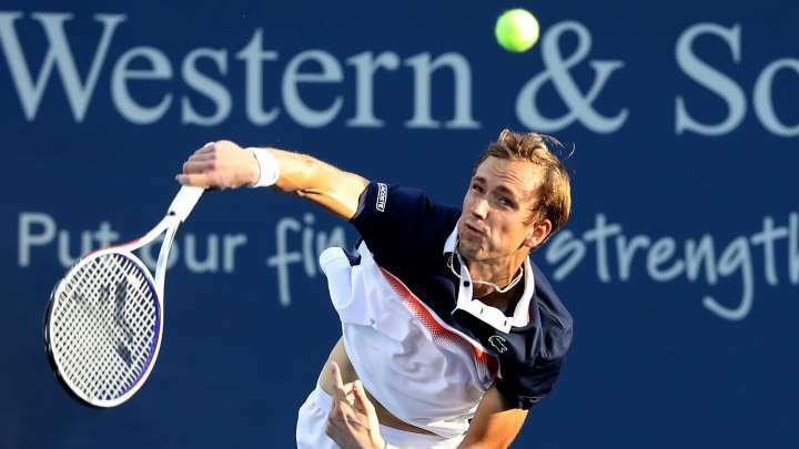 Medvedev tiến bộ vượt bậc trong năm 2011, dù chưa với tới Grand Slam nào. Ảnh: Reuters.
