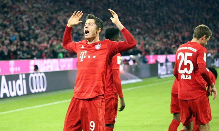 Niềm vui của Lewandowski (số 9) sau khi sút tung lưới đội bóng cũ. Ảnh: FC Bayern.