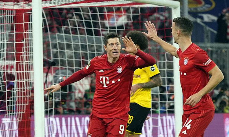 Lewandowski (số 9) mừng cú đúp với Perisic. Ảnh: FC Bayern.