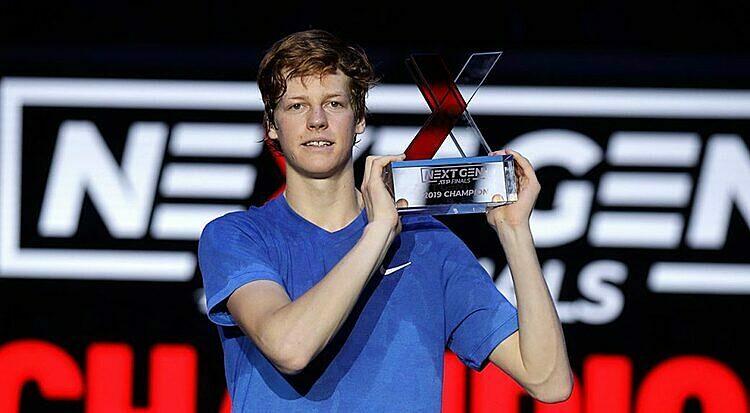 Sinner nâng cup ATP Next Gen Finals ngay trên quê nhà Italy. Ảnh: AP.
