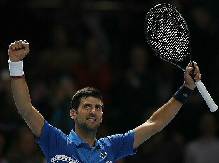 Djokovic nhận 200 điểm từ trận thắng Berrettini và chỉ còn kém Nadal 440 điểm trong cuộc đua đến đỉnh bảng ATP cuối năm. Ảnh: AP.