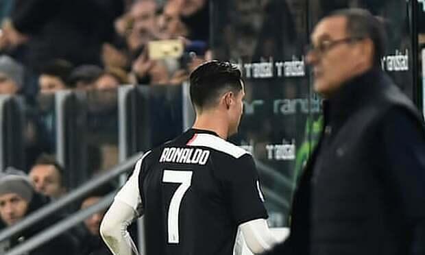 Ronaldo không hài lòng khi rời sân. Ảnh: Reuters.