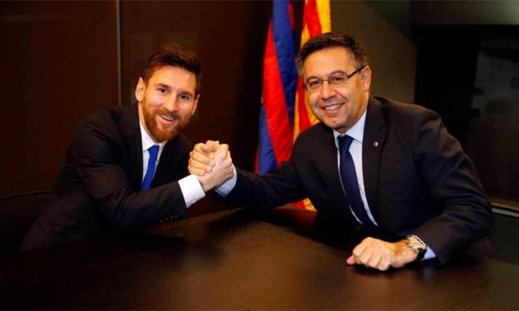 Bartomeu tin tưởng Messi sẽ gắn bó với Barca đến khi kết thúc sự nghiệp cầu thủ. Ảnh: AP.