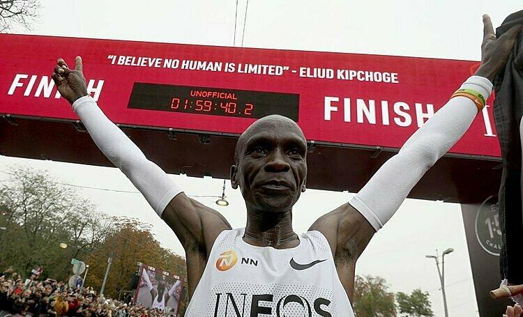 Thành tích sub2 của Kipchoge không được tính là kỷ lục thế giới vì Ineos 1:59 Challenge không đạt chuẩn của Liên đoàn điền kinh thế giới. Ảnh: AP.