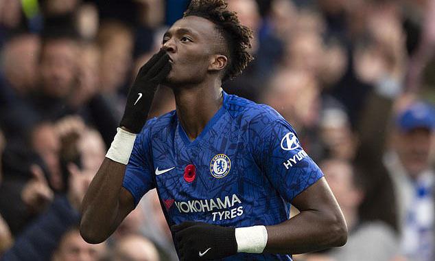 Abraham xếp thứ nhì trong danh sách vua phá lưới Ngoại hạng Anh mùa này. Ảnh: Visionhaus.