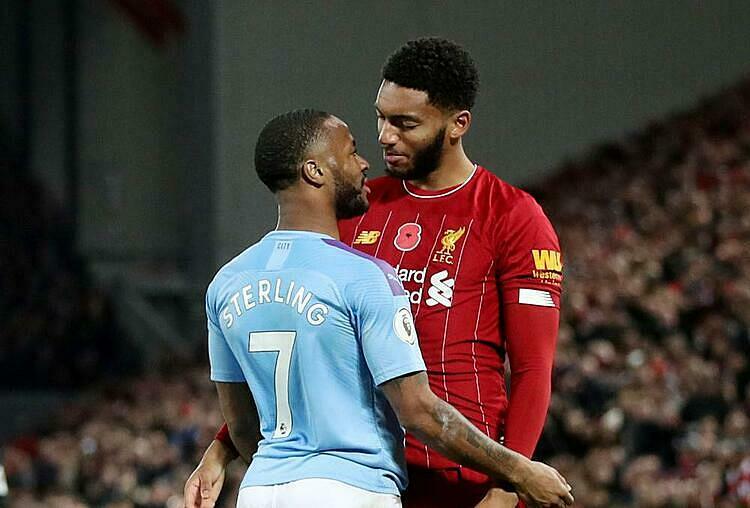 Sterling và Gomez hục hặctrong trậnLiverpool thắng Man City 3-1 ở Ngoại hạng Anh hôm 10/11. Ảnh: BeIN Sports.