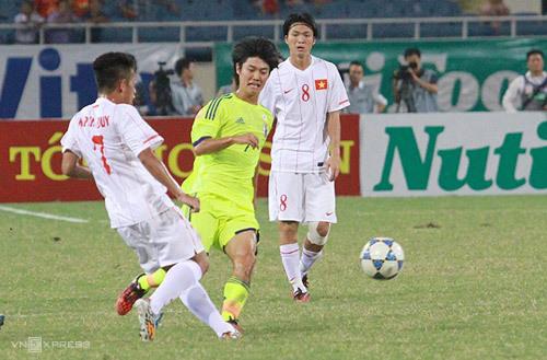 Lứa U19 Việt Nam c ủa những Tuấn Anh, Nguyễn Phong Hồng Duy, Công Phượng năm 2014 từng thua sấp mặt dưới tay nhiều ông lớn trước khi làm nên kỳ tích dưới thời HLV Park Hang-seo. Ảnh: Lâm Thỏa.