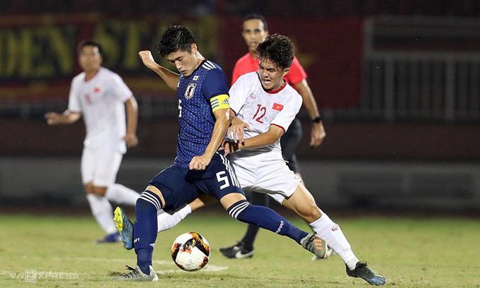 Thay vì chơi bằng đam mê và khát khao chiến thắng, U19 Việt Nam chọn phươn án thực dụng, phòng ngự tiêu cực để đạt kết quả hòa trước Nhật Bản hòng có vé dự VCK U19 châu Á 2020. Ảnh: Đức Đồng.