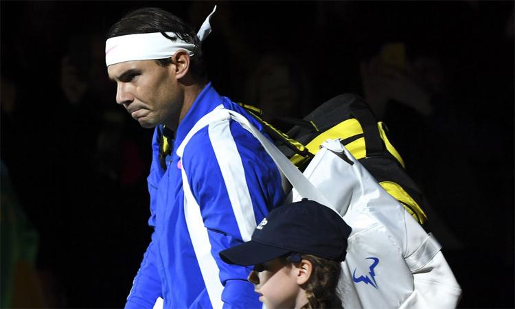 Nadal không giấu vẻ thất vọng khi rời sân sau thất bại dưới tay Zverev. Ảnh: AP.