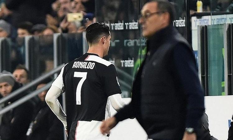 Ronaldo không bị phạt bởi phản ứng tức giận khi bị thay ra. Ảnh: Reuters.