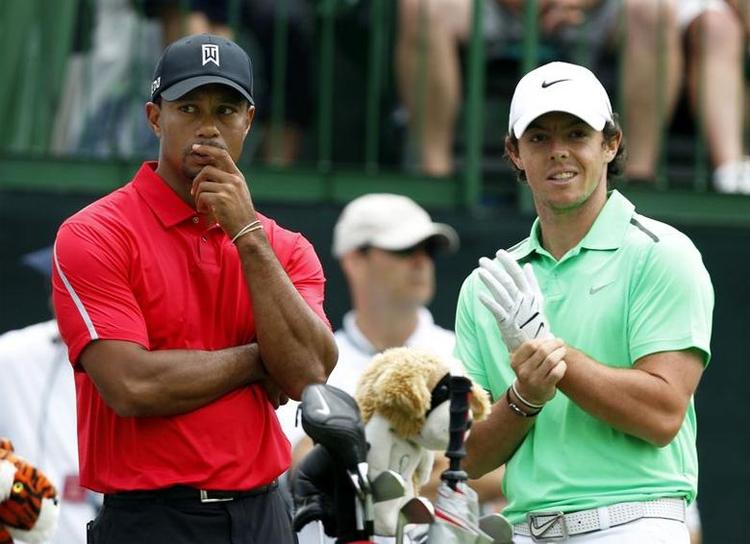 McIlroy cùng Tiger Woods tán gẫu trong lúc chờ tee-off giải Memorial Tournament ở Ohio, Mỹ năm 2013. Ảnh: Reuters.