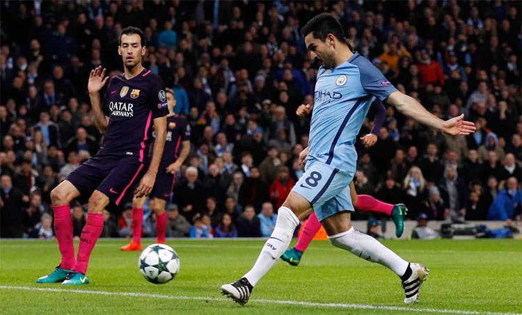 Gundogan (áo xanh) là trụ cột giúp Man City giành hai chức vô địch Ngoại hạng Anh gần đây. Ảnh: Reuters