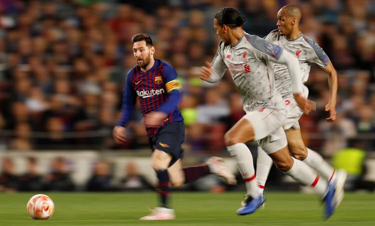 Van Dijk đeo bám Messi trong cuộc đối đầu ở bán kết Champions League. Ảnh: Reuters