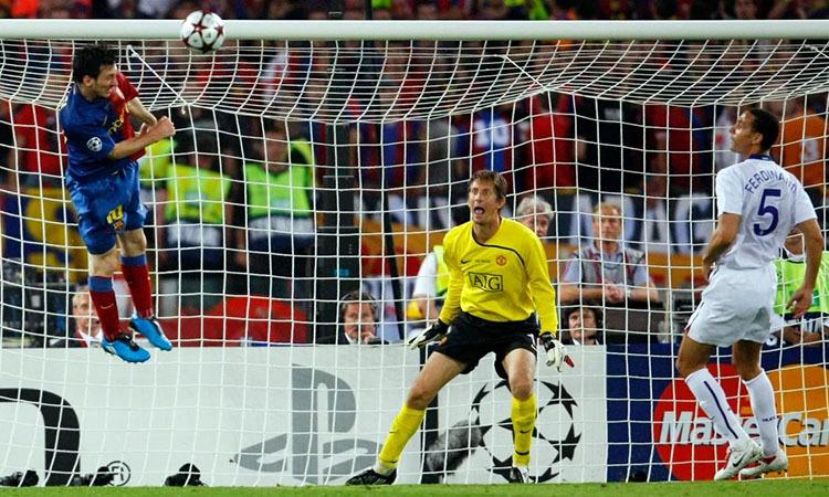 Cú đánh đầu ấn định tỷ số 2-0 của Messi trong chung kết Champions League mùa 2008-2009. Ảnh: Reuters.