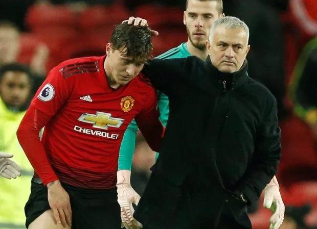 Mourinho thời còn dẫn dắt Lindelof. Ảnh: Reuters