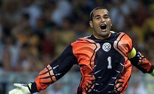 Chilavert là một trong những thủ môn tài ba nhất mà bóng đá Nam Mỹ từng sản sinh. Ảnh: AP.