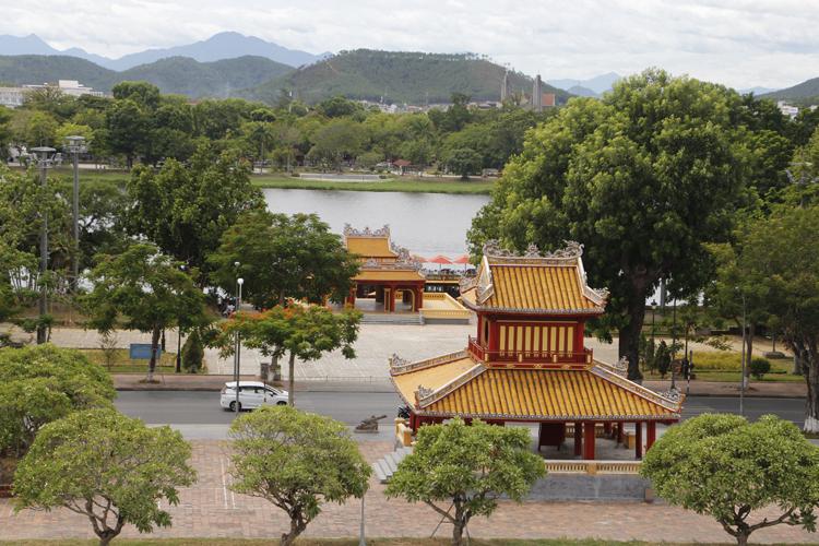 Điểm Start-Finish của đường chạy được đặt trước Phu Văn Lâu bên bờ sông Hương.