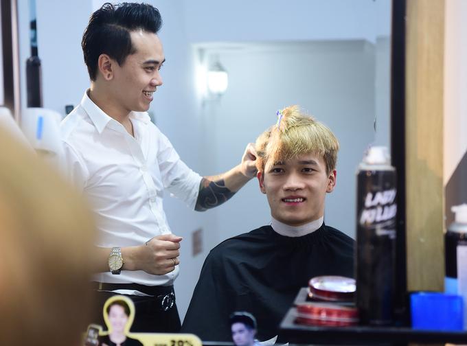 Tiến Linh, Hoàng Đức ăn mừng chiến thắng bằng kiểu tóc mới