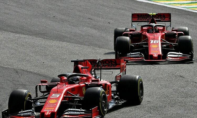 Vettel (xe số 5) được cho là có lỗi trong va chạm với đồng đội Leclerc. Ảnh: XPB.