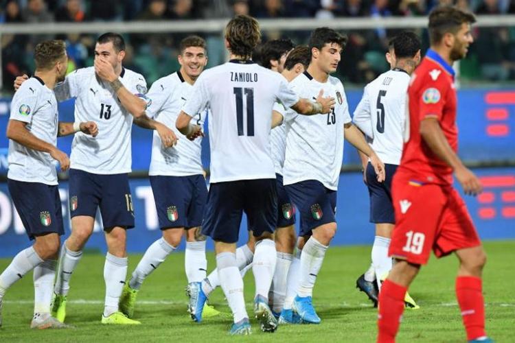 Italy thắng cả 10 trận và ghi 37 bàn. Ảnh: EPA