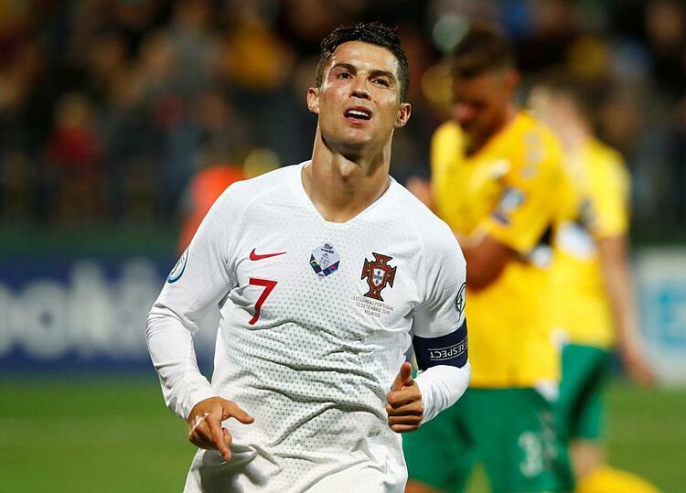 Ronaldo và đồng đội có thể đụng các đội mạnh ngay từ vòng bảng Euro 2020. Ảnh: Reuters.