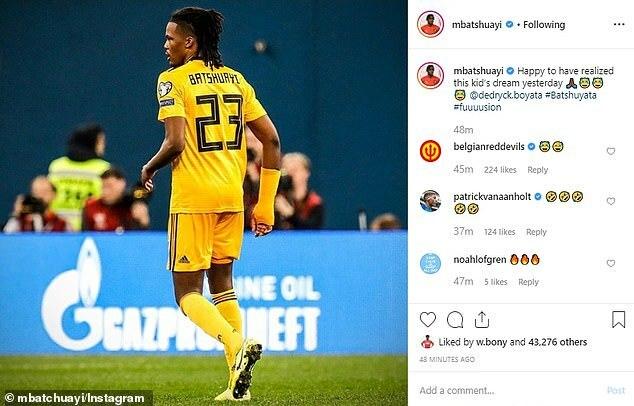Batshuayi đăng ảnh đồng đội Boyata mặc nhầm áo đấu của anh trên Instagram.