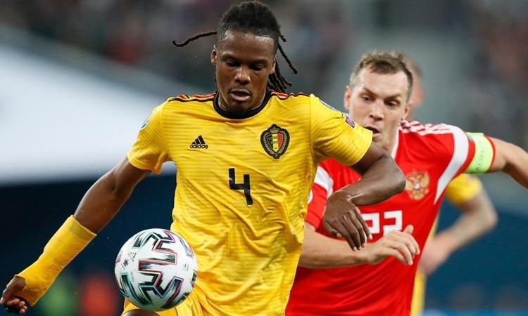 Boyata (áo vàng) trong trận gặp Nga ở vòng loại Euro 2020. Ảnh: AP.