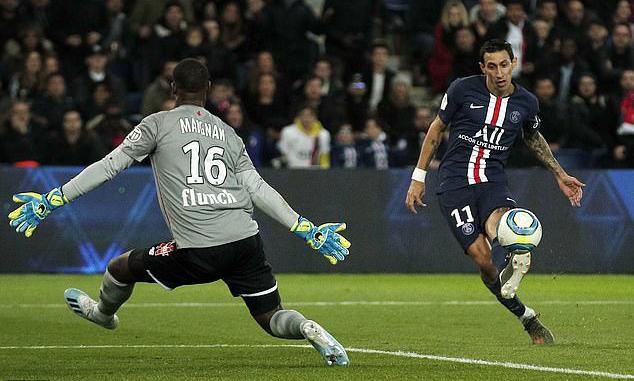 Cú cứa lòng chuẩn xác của Di Maria, ấn định chiến thắng 2-0 cho PSG. Ảnh: EPA.