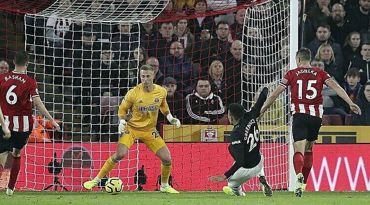 Greenwood (đen) ghi bàn đầu tiên cho Man Utd tại Ngoại hạng Anh: Ảnh: AP.